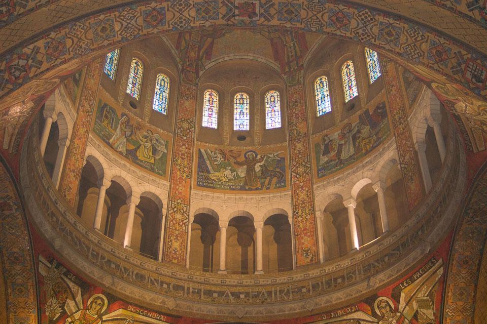 Basilique-Sainte-Thérèse-de-Lisieux-012.jpg