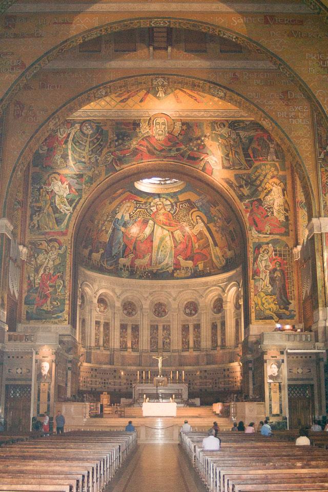 Basilique-Sainte-Thérèse-de-Lisieux-015.jpg