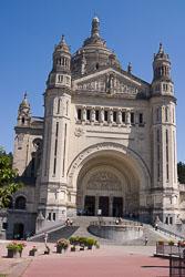 Basilique-Sainte-Thérèse-de-Lisieux-007.jpg