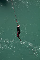 Karawau_Bridge,_Bungy_Jumping_007.jpg