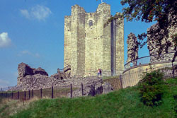 Conisborough_Castle_-005.jpg