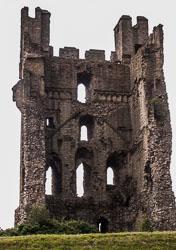 Helmsley_Castle_-031.jpg