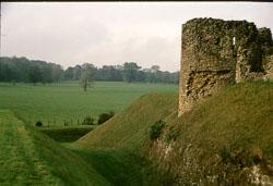 Helmsley_Castle_-035.jpg