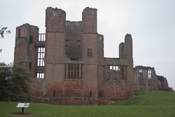 Kenilworth_Castle_-020.jpg
