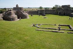 Pevensey_Castle_-047.jpg