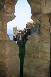 Dunstanburgh_Castle_-022.jpg