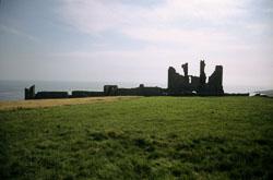 Dunstanburgh_Castle_-030.jpg