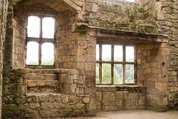 Helmsley_Castle_-014.jpg