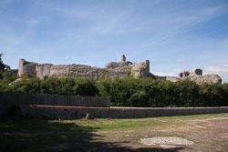 Pevensey_Castle_-001.jpg