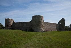Pevensey_Castle_-062.jpg