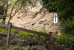 Chapel_Of_Our_Lady_In_The_Crag,_Knaresborough_-002.jpg