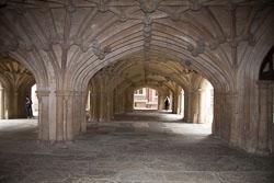 Lincoln's_Inn_Chapel_-021.jpg