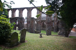 St_Botolph's_Priory,_Colchester-001.jpg