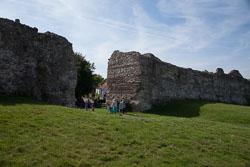 Pevensey_Castle_-066.jpg