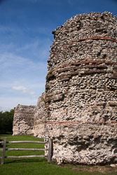 Pevensey_Castle_-067.jpg