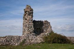 Pevensey_Castle_-082.jpg