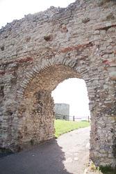 Pevensey_Castle_-086.jpg