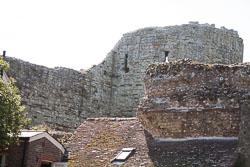 Pevensey_Castle_-087.jpg