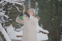 Diane_Feeding_Birds_003.jpg