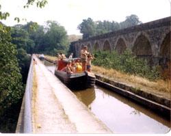 Venture_Scouts,_Llangollen_Canal,_1976-003.jpg