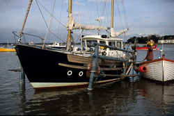 Boat001.jpg
