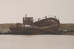 Boat_In_Ruins_02.jpg