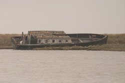 Boat_In_Ruins_03.jpg