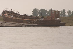 Boat_In_Ruins_05.jpg