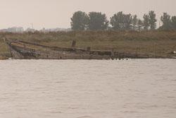 Boat_In_Ruins_06.jpg