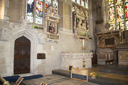 Stratford-Upon-Avon_Holy_Trinity_Church-021.jpg