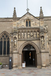 Leicester,_St_Martin's_Cathedral-009.jpg