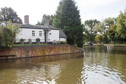 Stratford_Upon_Avon_Canal-3011.jpg