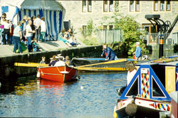 Huddersfield_Canal_800.jpg