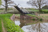 Oxford_Canal_Lift_Bridge-007