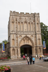 Great_Gate_-_Norman_Tower,_Bury_St_Edmunds_001.jpg