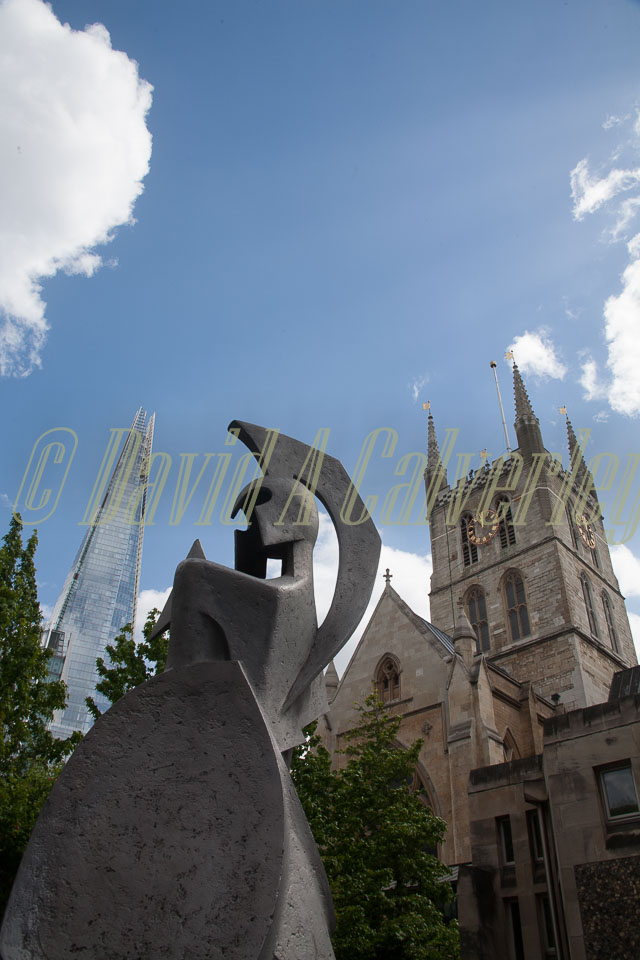 Southwark-Cathedral,-Statue,-Shard--301.jpg