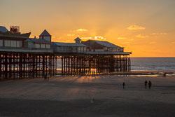 Blackpool,_Central_Pier-001-2.jpg