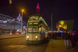 Blackpool,_Tram,_Tower,_Illuminatins-003.jpg